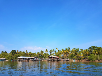 Photo 1   huts near koh phrathong%e2%80%99s north eastern jetty in the tiny village of ta paeyoy   author philipp meier